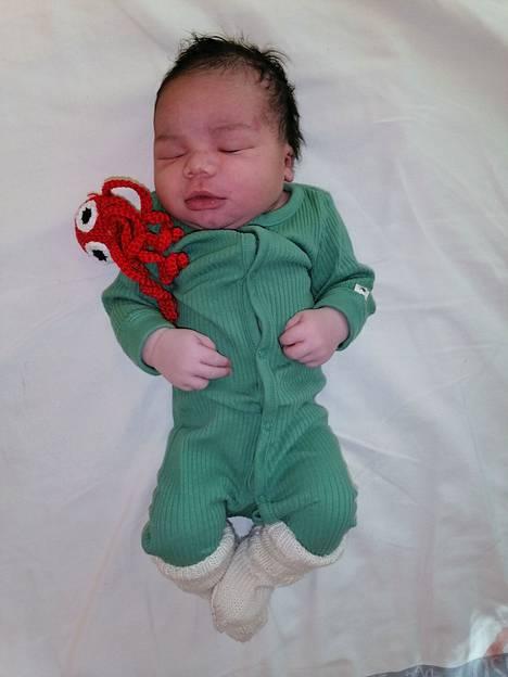 Porin päivän kummilasta ei tänä vuonna jouduttu odottelemaan, sillä Roosa ja Gnininvi Sewa-Dovin toinen lapsi syntyi lauantaina kello 0.02.