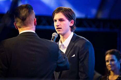 Porilainen jääkiekkopuolustaja Antti Tuomisto, 19, sai Porin kaupungin stipendin vuoden 2019 lupaavana porilaisena nuorena urheilijana. Tuomisto on NHL-seura Detroit Red Wingsin varaus viime kesältä.