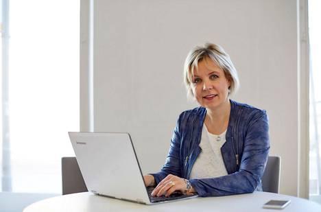 Yrittäjävalmentaja Tytti Laine kannustaa yrittäjiä panostamaan omaan osaamiseensa ja yrityksensä kehittämiseen. Jokaisella meistä on 24 tuntia vuorokaudessa - loppu on kiinni siitä, mihin ajan käyttää.