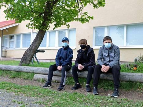 Harjavaltalaiset Jami Vilkman, Kristo Petterson ja Bojan Dimovski edustivat Satakuntaa valtakunnallisen Nou Hätä -kilpailun finaalissa.