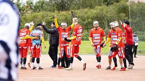 Ulvilan Pesäveikot pääsi lauantaina tuulettamaan kauden ensimmäistä kolmen pisteen voittoa Alajärven Ankkureiden kustannuksella.