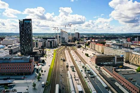 Pääratakeskustelussa Pirkanmaan kannalta oleellista on maakuntajohtaja Esa Halmeen mukaan varmuus siitä, että päärata laitetaan tulevaisuudessa kuntoon. Tampereen rautatieasema kuvattuna heinäkuussa 2020.