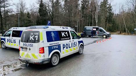 Poliisi suoritti näyttävän operaation Pihlavassa sunnuntaina.