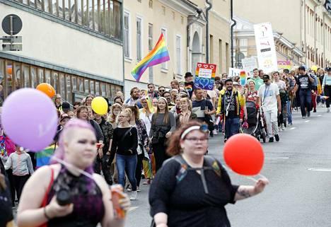 Pori Pride -marssille osallistui noin 700 henkilöä.