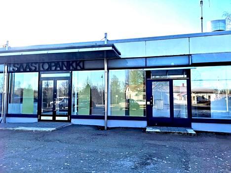 Säästöpankin kyltti on vielä paikoillaan Kiikassa, vaikka omistaja on vaihtunut.