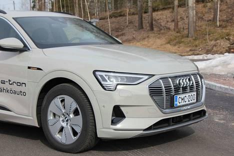 Audi e-tron. Sähköauton todelliseen toimintamatkaan vaikuttaa moni asia, muun muassa lämpötila.