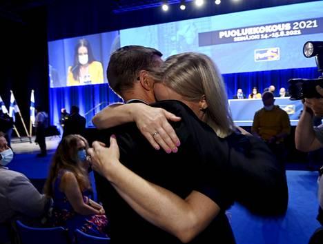 Aviomies halaa Riikka Purraa perussuomalaisten tuoreesta puheenjohtajuudesta.
