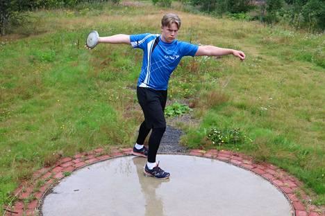 Johannes Kiviranta lähtee luottavaisena kiekon SM-taistoon. Toiveissa on yli 50 metrin kaari, jolla saattaisi irrota paikka myös nuorten Ruotsi-maaotteluun.
