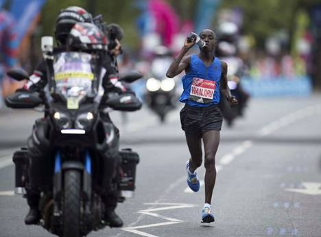 Daniel Wanjiru Lontoon maratonilla 2017.