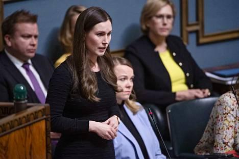 Pääministeri Sanna Marin (sd) kertoo tänään kansanedustajille miten hallitus on suoriutunut koronavirustilanteen hoitamisesta.