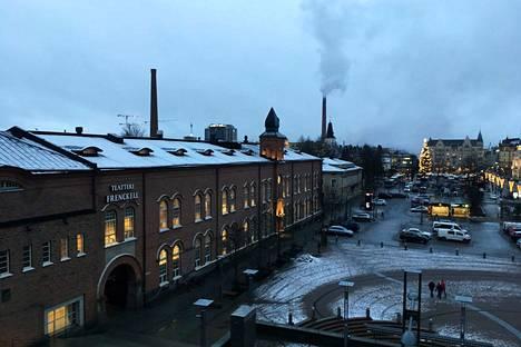 Pilvisenä päivänä valo ei tällä hetkellä juuri kummemmaksi muutu. Varttitunti auringonnousun jälkeen Tampereella oli vielä hämärää 20. joulukuuta.