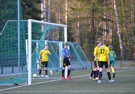 NoPSin maalivahti Eemeli Päiviö teki kaikkensa, mutta PKKU vei silti voiton numeroin 0–4.