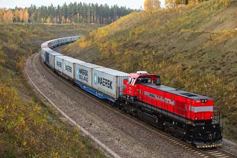 Virolainen Operail alkaa liikennöidä Suomessa ja solmi yhteistyön metsäyhtiöiden kanssa. Puu ja metsäteollisuuden tuotteet ovat yleisintä tavaraa Suomen raiteilla.