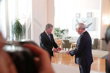 Antti Rinne antoi eronpyyntönsä presidentti Sauli Niinistölle tiistaina.