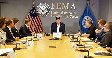 Presidentti Donald Trump kuuli sunnuntaina maan hätätilavirasto Feman katsauksen Dorian-hurrikaanista. Hän kehotti kaikkia asukkaita noudattamaan viranomaisten ohjeita.
