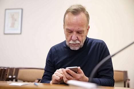 Porin palveluliikelaitoksen ex-johtaja Kaj Kainulainen käräjäoikeudessa.