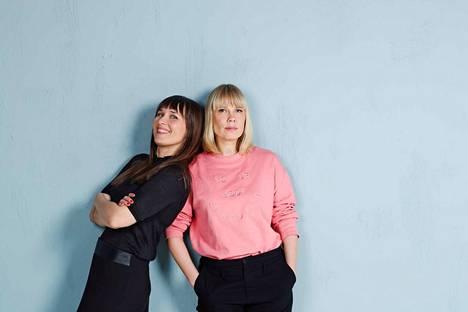 Jonna Tapanainen ja Johanna Laitinen perustivat Sivumennen-kirjapodcastin vuonna 2016.