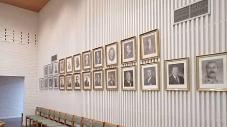 Aiempien puheenjohtajien ei ole juuri tarvinnut katsella Keuruun valtuustosalin peräseinältä valtuustokokousten aikaan tyhjiä työpöytiä. Valtaosa Keuruun valtuutetuista on osallistunut valtuuston kokouksiin hyvin tunnollisesti.