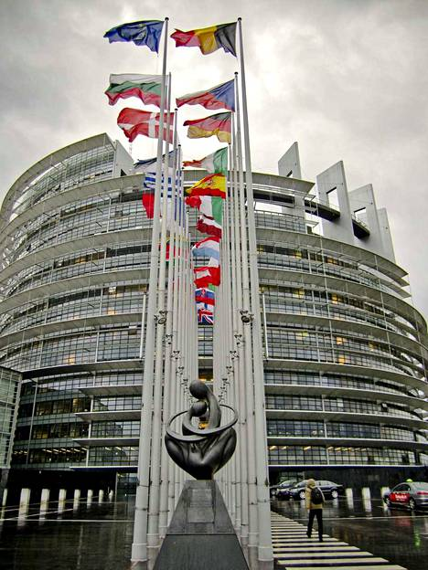 EU:n elvytyspaketista pitäisi järjestää kansanäänestys Suomessa, sillä kirjoittajan mukaan Suomen EU-nettojäsenmaksu nousee 100 miljoonalla eurolla vuosittain, mutta maataloustukien taso pysyy rahoituskaudella 2021-2027 lähes nykyisellään. Arkistokuva.