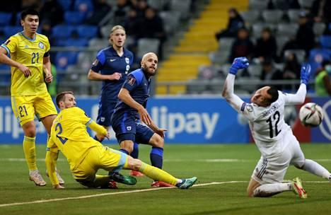 Huuhkajien Teemu Pukki teki uuden maaliennätyksen MM-karsinnoissa. Kuvassa ottelun ensimmäinen maali.