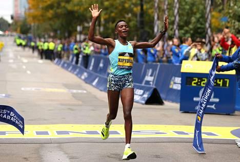 Kenian Diana Kipyogei oli naisista nopein Bostonin matatonilla.