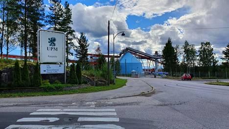 Kaipolan tehdasalueen myyntiuutinen väritti torstaina kokoontuneen äkillisen rakennemuutostyöryhmän kokousta.