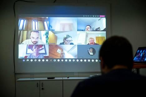 Porin kaupunginvaltuuston talousarviokokous järjestettiin etänä. Kokouksen kulkua saattoi seurata netistä.