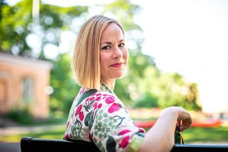 Hanna Sarkkinen (vas.) nimesi kaksivuotisen ministerikautensa keskeiseksi tavoitteeksi sosiaaliturvan uudistuksen viemisen eteenpäin.