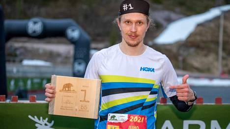 Juho Ylinen oli ylivoimainen ykkönen polkujuoksun 55 kilometrillä Kuusamossa perjantaina.