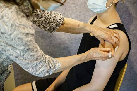 Toisen annoksen rokotuskattavuus on Suomessa nyt 48,5 prosenttia, mikä tarkoittaa noin 2,69 miljoonaa ihmistä.