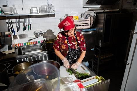 Elena Lampela kertoo, etteivät kaikki naapurustossakaan tiedä hänen lounaspaikastaan.