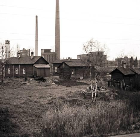 Eskosen torppa Koskelanlammen päähän perustettiin Mäntän talon torpaksi vuonna 1875. Torppa on purettu. Nykyisessä Eskosen puistossa on Mäntän suvun muistomerkki.