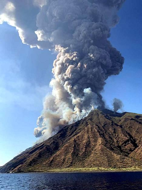 Strombolin saari tunnetaan yhtenä maailman aktiivisimmista tulivuorista.