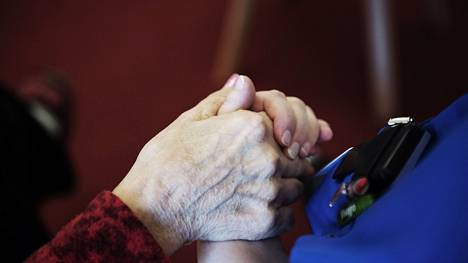 Kirjoittajan mukaan sivistysvaltion mittari on, miten se kohtelee vanhuksiaan ja lapsiaan.