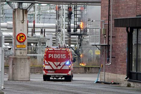 Metsä Tissue Mäntän tehtaan G3-portilta on havaittavissa liekkejä.