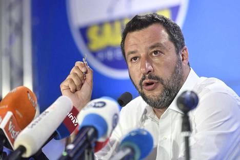 Lega-puoluetta johtavan Italian sisäministerin Matteo Salvinin mielestä oikeistopopulistit saivat kautta Euroopan mandaatin murtaa vanhan valta-akselin hegemonian. Toisenlaisiakin mielipiteitä kuultiin maanantaina.