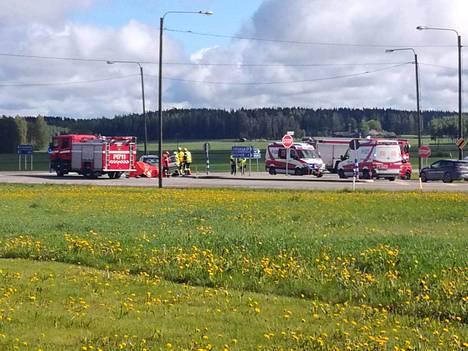 Onnettomuus tapahtui valtatie 11:n ja Pohjanmaantien risteyksessä.