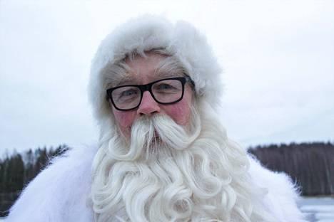 Tämä joulupukki tavattiin Sastamalan Ellivuoresta. Hänen mielestään joulussa on ainoastaan yksi huono puoli: se on vain kerran vuodessa.