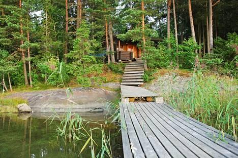 Lokakuun takaraja koskee kymmeniätuhansia suomalaisia mökkejä. Sopiva jätevesijärjestelmä on valittava mökkikohtaisesti. Kuvituskuva.