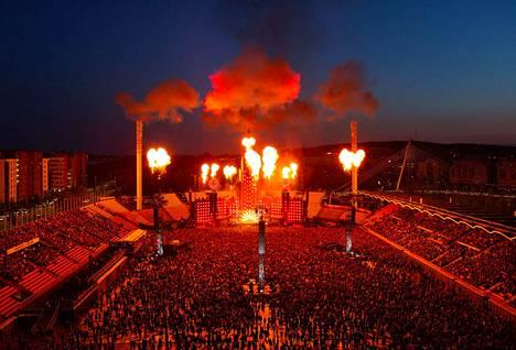 Rammstein esiintyi Ratinan stadionilla ensimmäisen kerran perjantaina.