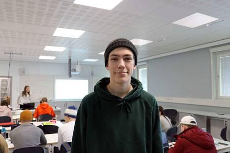 Leevi Aila on viihtynyt uudessa lukiossa erinomaisesti. Hän testasi Aamulehden toimittajan kameran sanomalehtiviikon takia.