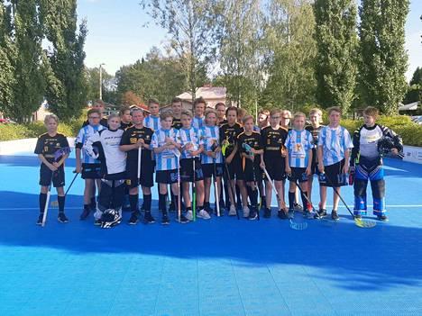 Steelersin ja SCU:n junioreita viime syksyn SunSäbä-tapahtumassa Turengissa.