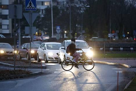 Tekstaripalstalla muistutellaan pyöräilijöiden oikeuksista ja velvollisuuksista.
