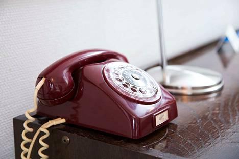 Lankapuhelimet jäävät historiaan. Osaisitko soittaa tällä?