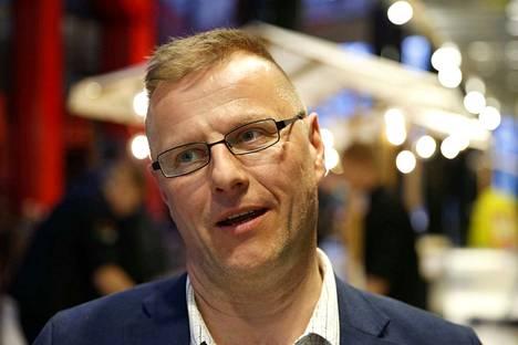 Perussuomalaisten Petri Huru oli jo lähellä kansanedustajan paikkaa, mutta loppukiri ei aivan riittänyt.
