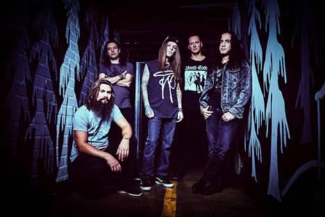Suomalainen metalli voi tänä päivänä paremmin kuin koskaan, toteaa Children of Bodomin basisti Henkka T. Blacksmith eli Henri Seppälä (toinen oikealta).