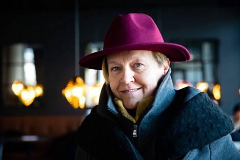 Runoilija, suomentaja Helena Sinervo 2021.