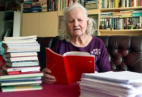 Ada Juvonen on julkaissut ennen uusinta teostaan useita kaunokirjallisia teoksia, runoja ja proosaa sekä ollut mukana lukuisissa antologioissa.