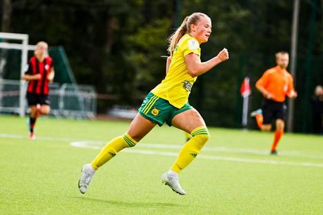 Silja Tuominen teki Ilvekselle kaksi upeaa maalia lauantain HPS-ottelussa.