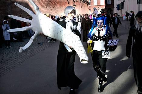 Cosplay-tapahtumilla on Tampereella pitkät perinteet jo vuodesta 2005. Kirjafestareilla väriä Tampere-taloon tuo cosplaymuotinäytös. Arkistokuva on vuodelta 2007.